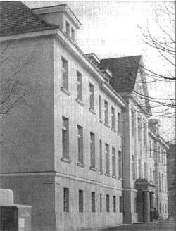Budynek przy ul. Jedności Robotniczej 38, obecnie siedziba warsztatów szkolnych.